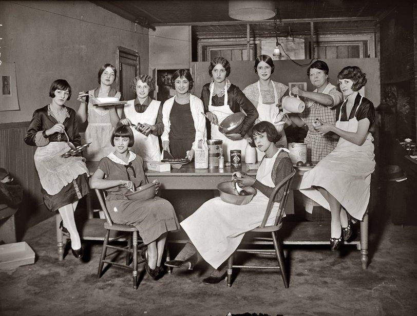 Follies Cooking: 1924