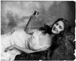 Smoke Rings: 1902