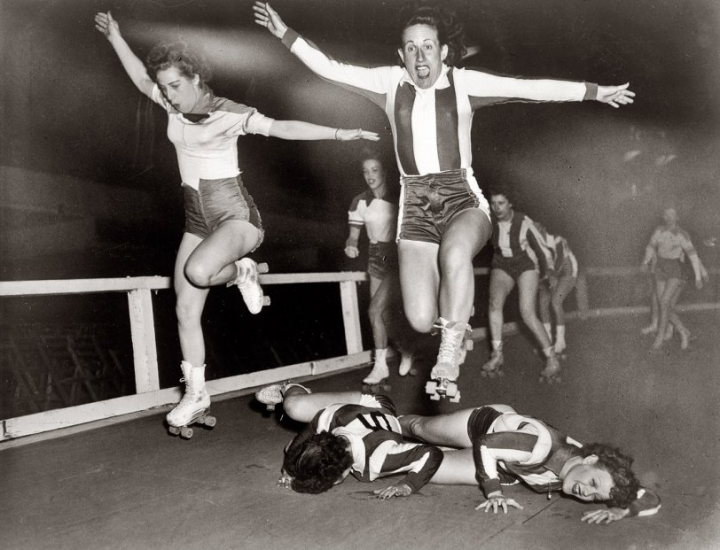 Roller Derby Girls: 1950