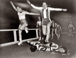 Roller Derby Girls: 1950