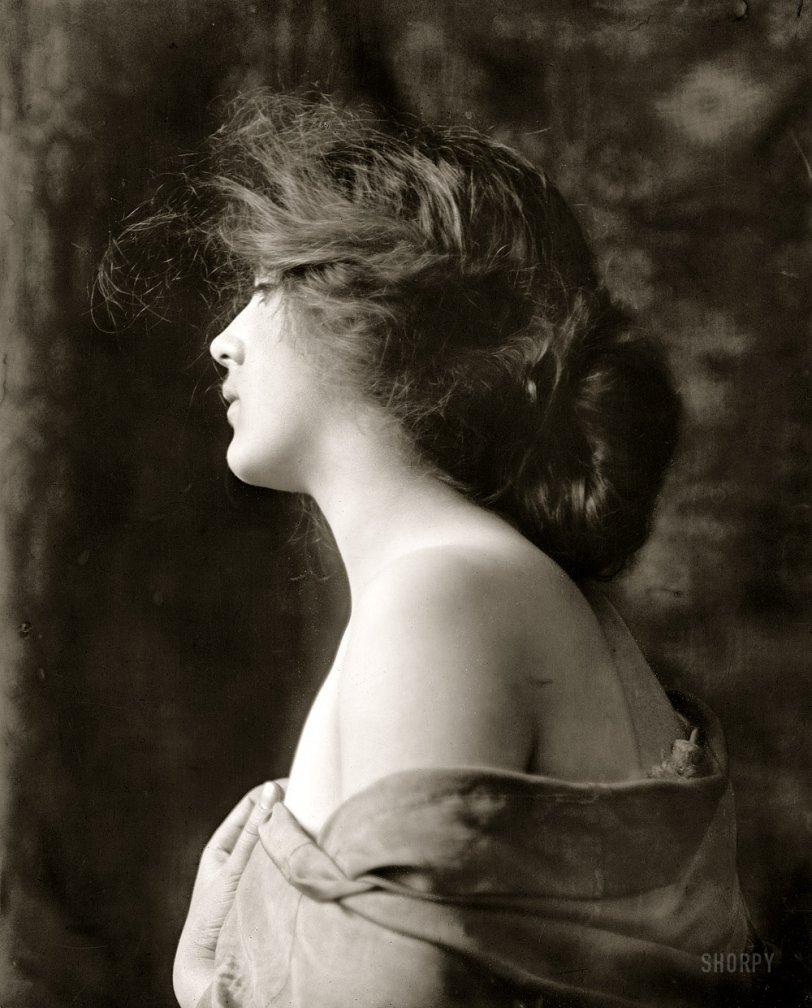 La Belle Fille: 1900