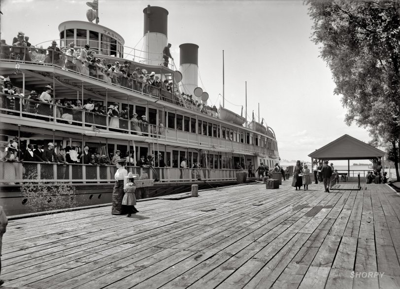 Tashmoo at the Dock: 1900