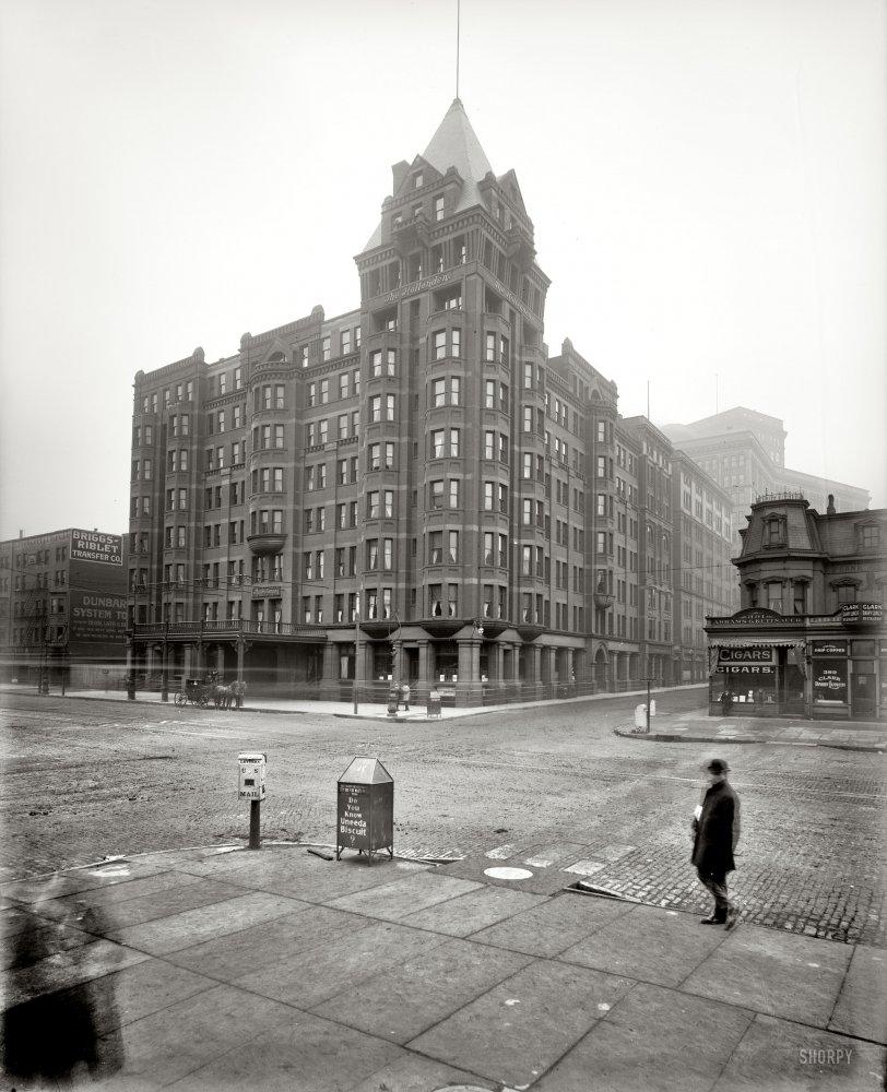The Hollenden: 1900
