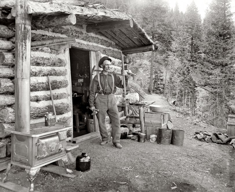 Pike's Peaker: 1900