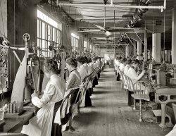 NCR Girls: 1902