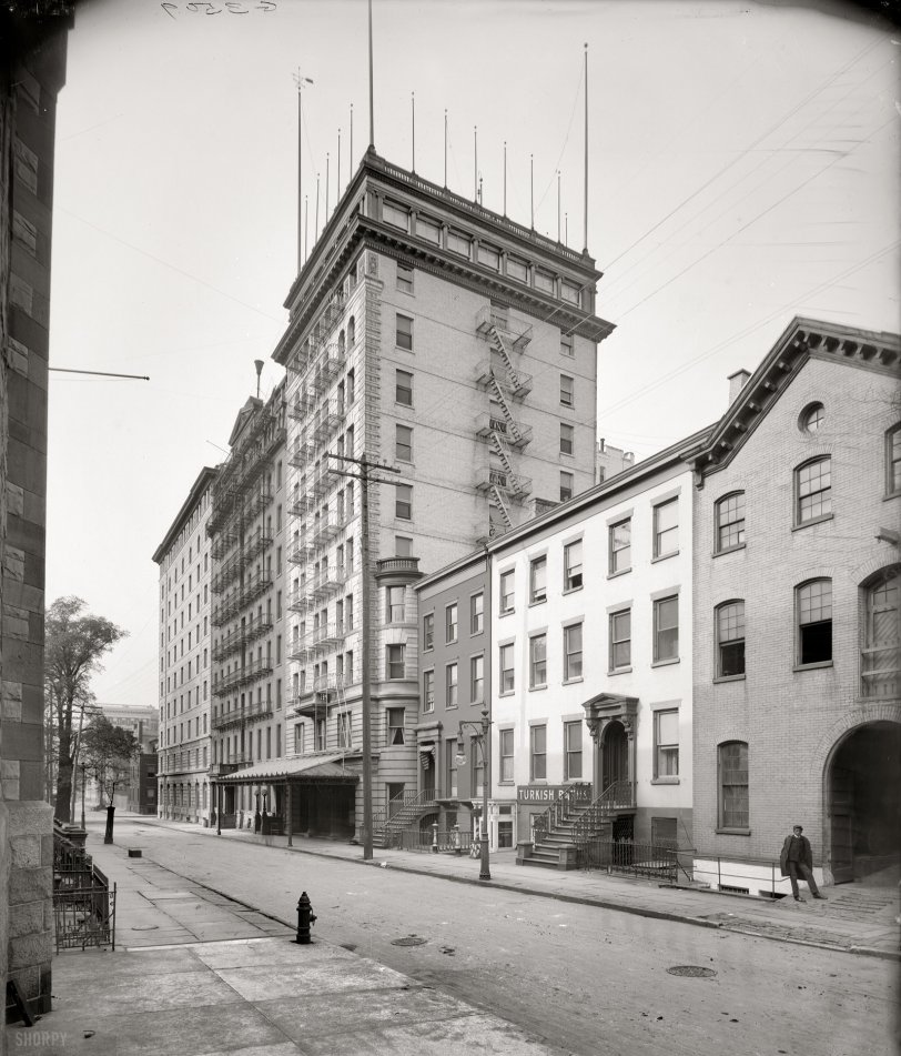 Ghost Hotel: 1905