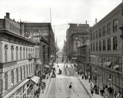 Petticoat Lane: 1906