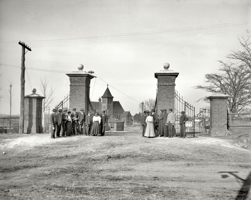 The Lincoln Gates: 1906