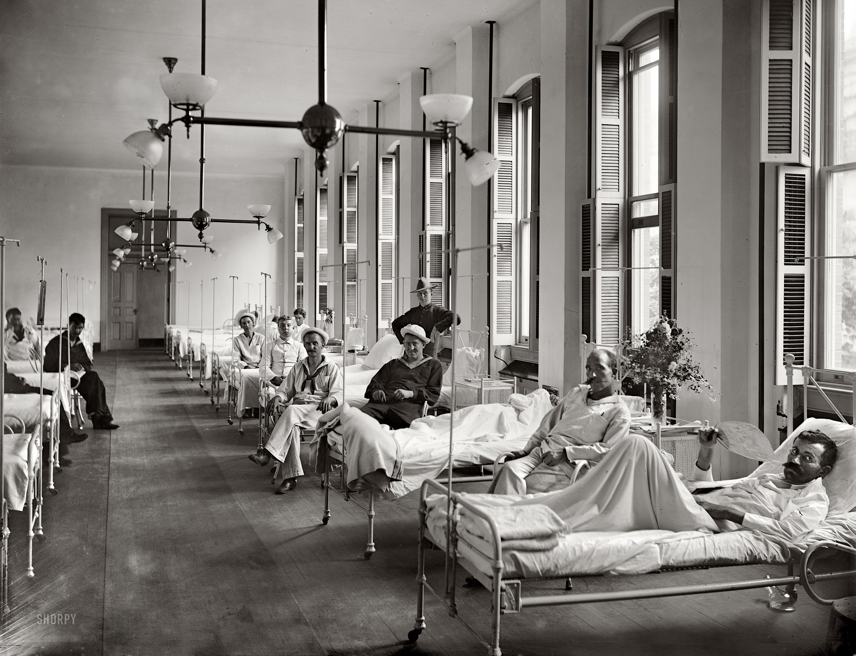 Shorpy historic picture archive sick bay 1900 high for Chambre 8x10