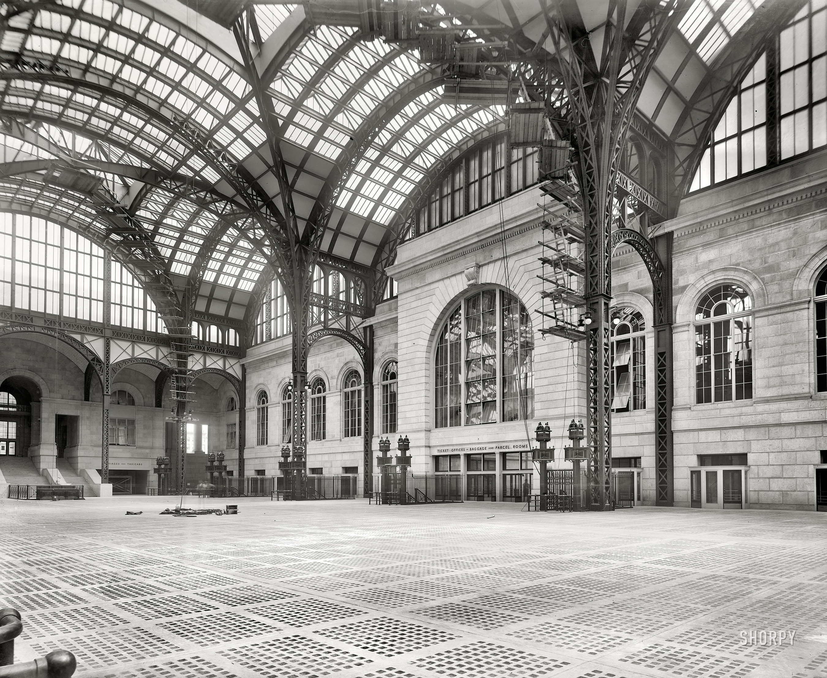 Maud Newton Penn Station In 1910 When The Platforms