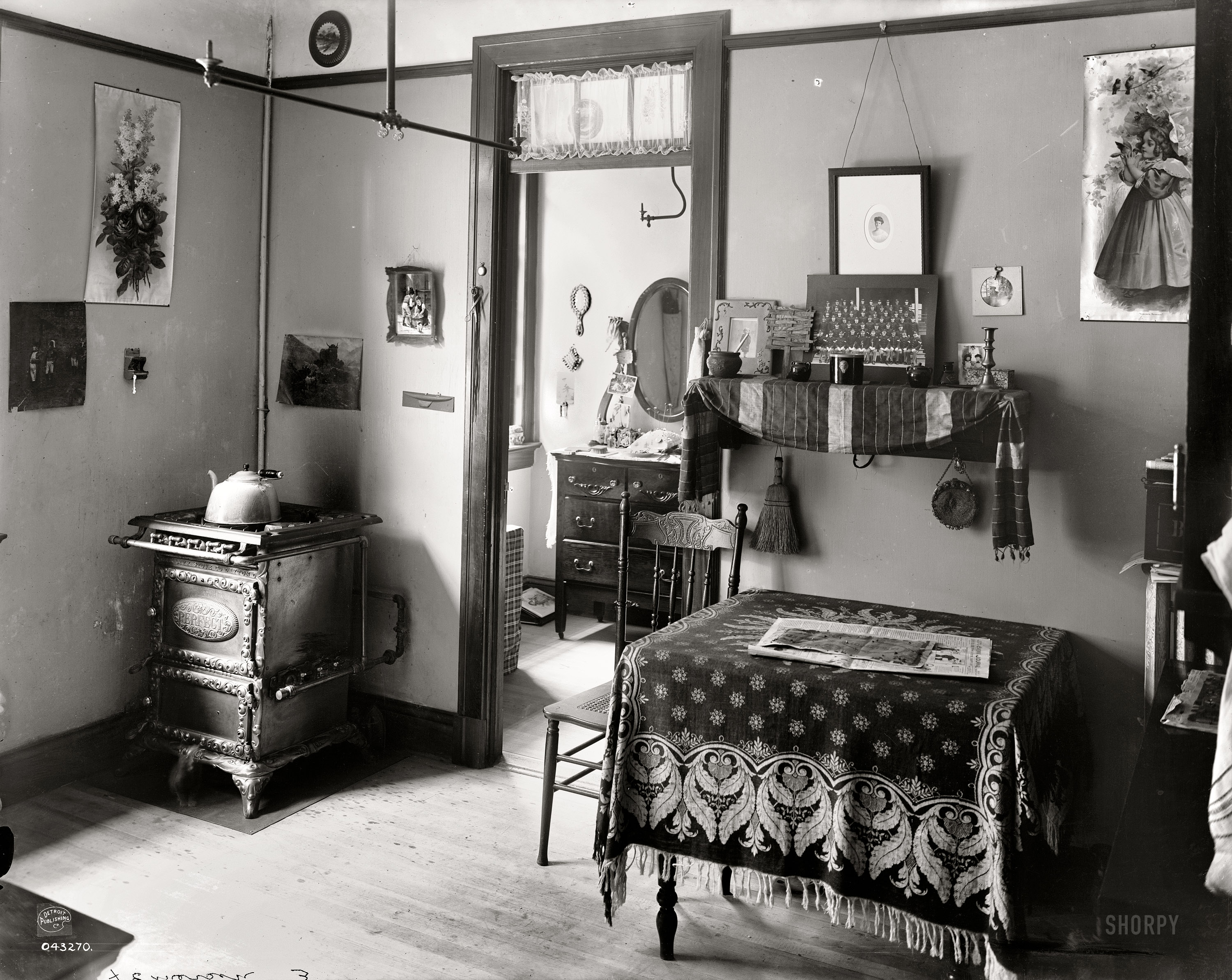 Shorpy historic picture archive the tenement 1905 high resolution photo for New york life building interior