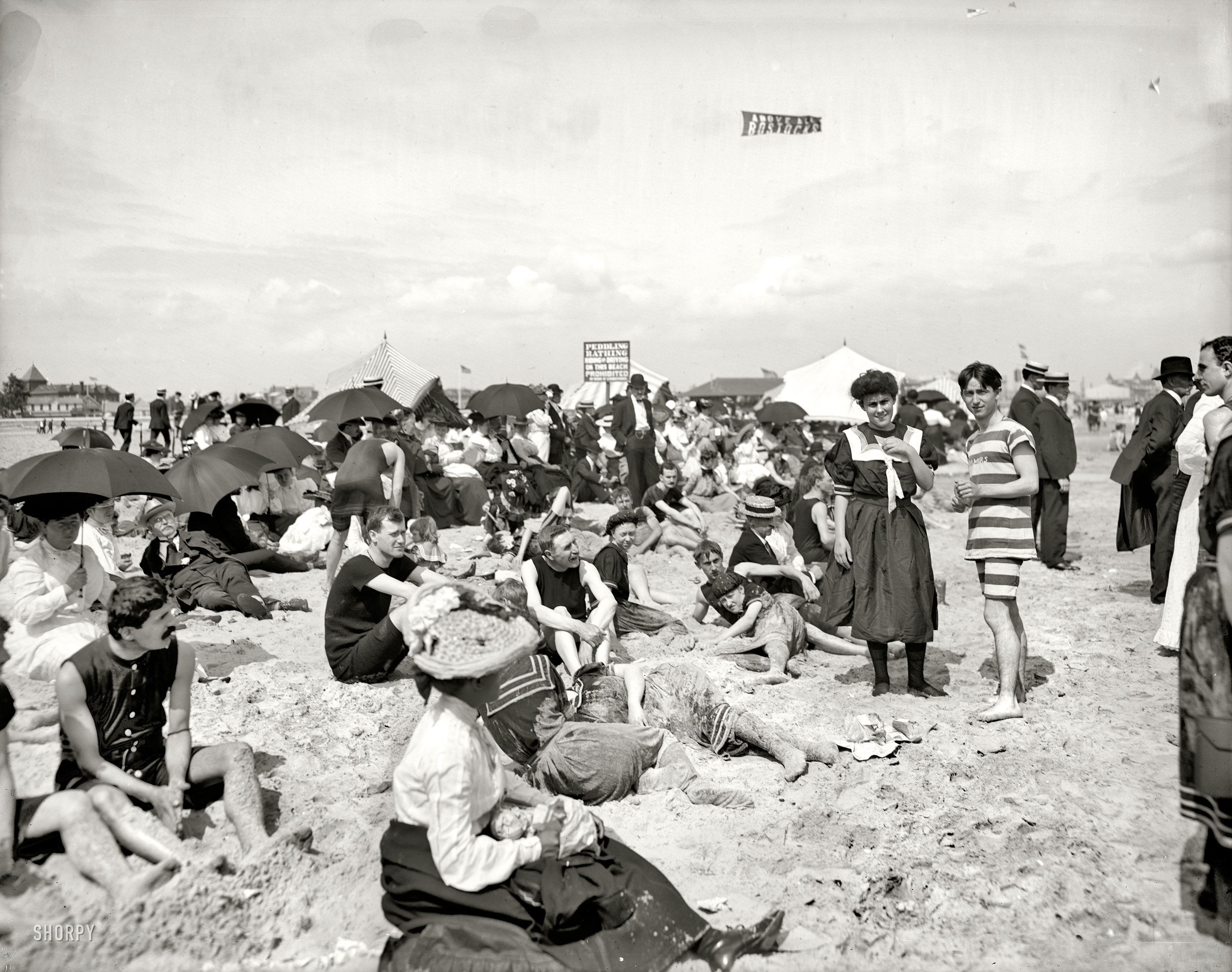 Shorpy Historic Picture Archive :: Getting Their Picture Took: 1904  high-resolution photo