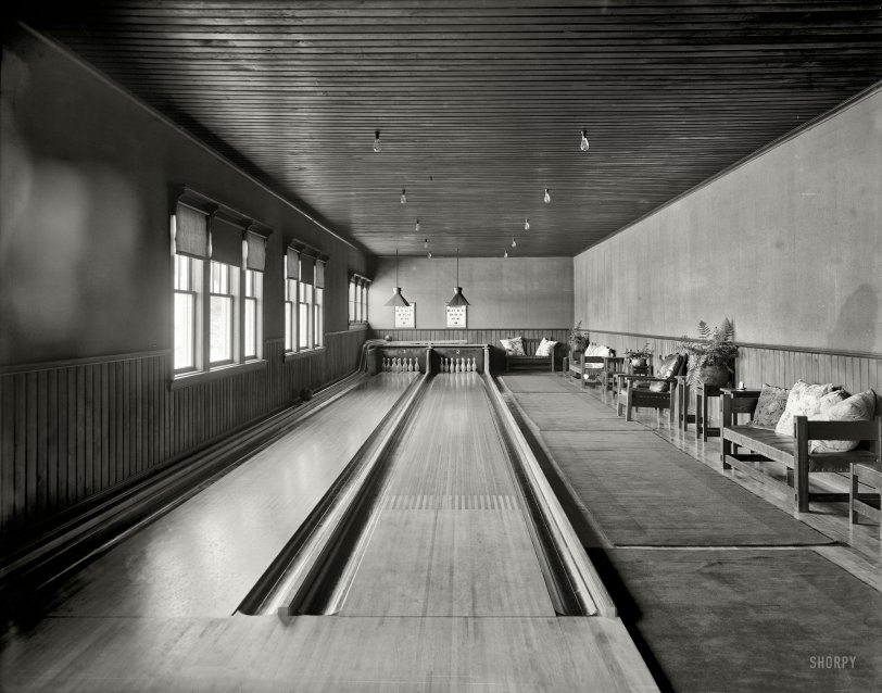 Adirondack Alley: 1905