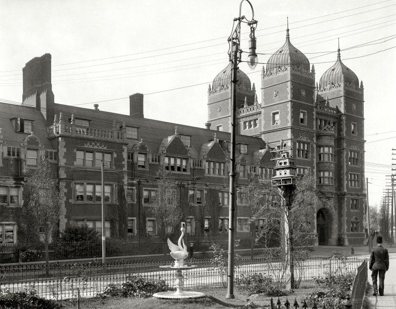 Addams Family Birdhouse: 1908