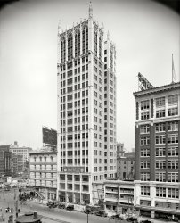 Cadillac Square Building: 1918