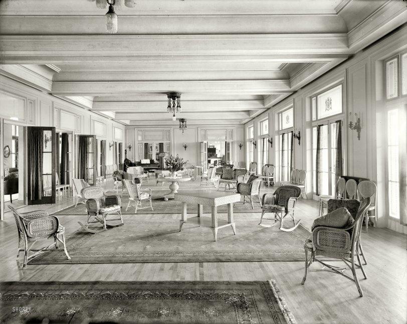 Ladies Parlor: 1910