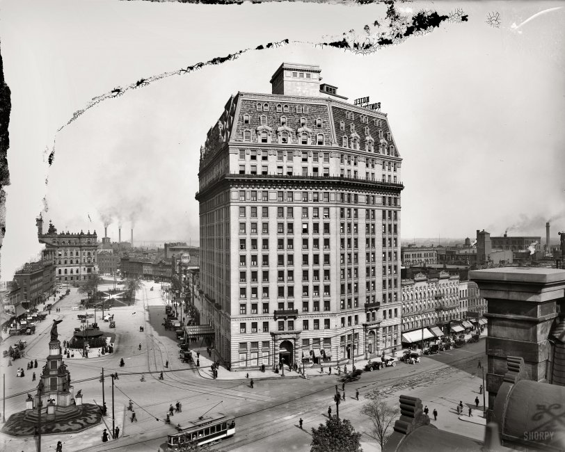The Pontch: 1910