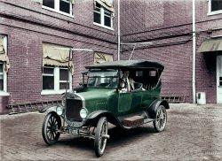 Car Radio (Colorized): 1924