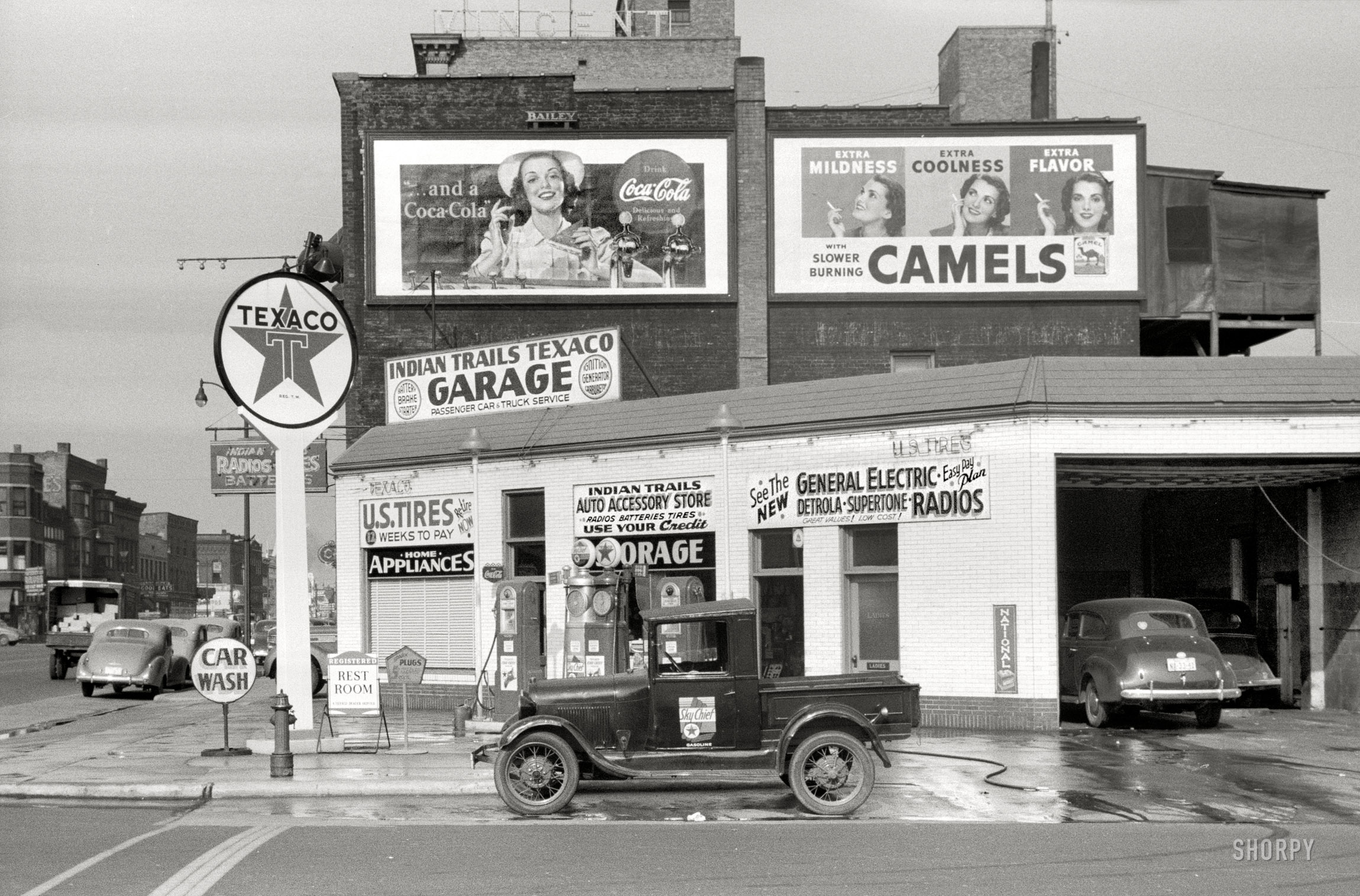 Shorpy Historic Picture Archive :: Indian Trails Texaco: 1940 high ...