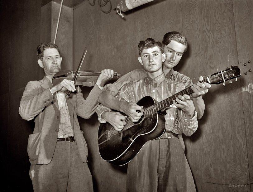 Guitar Four Hands: 1942