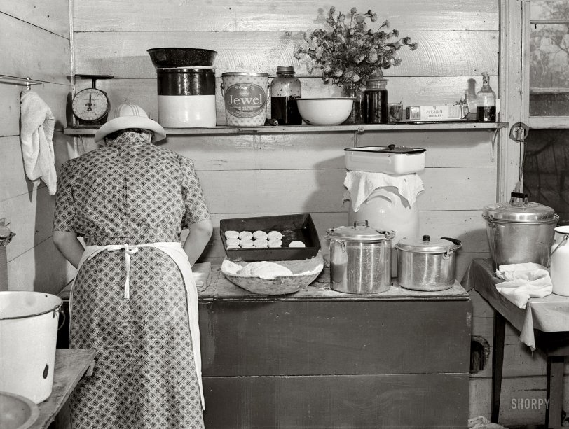 Cornshucking Day Dinner: 1939