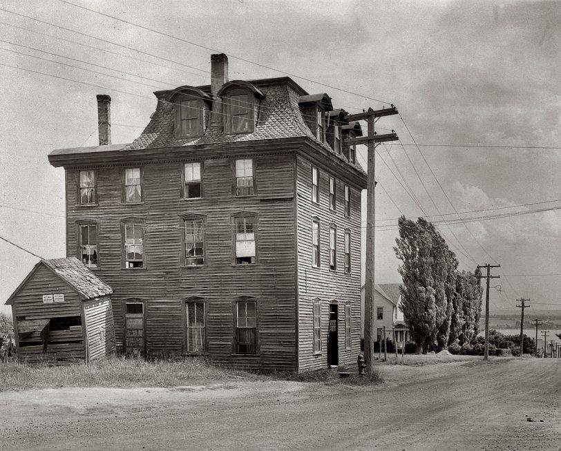 Honeymoon Hotel: 1941