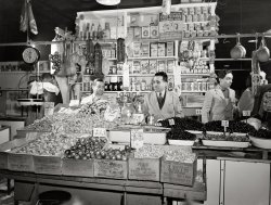 First Avenue Market: 1943