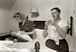Daddy Folds a Dydee: 1943