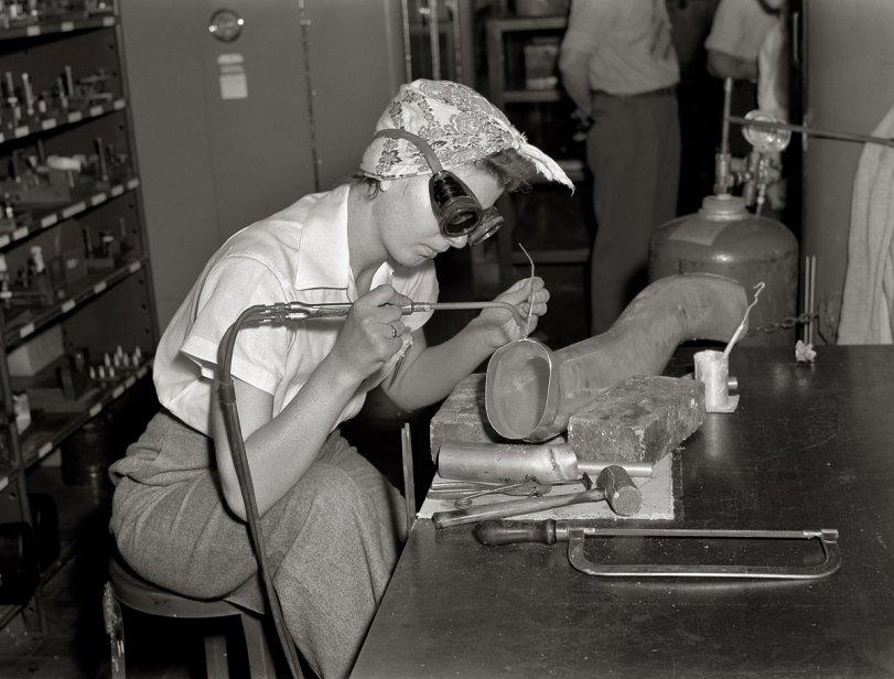 Acetylene Annie: 1942