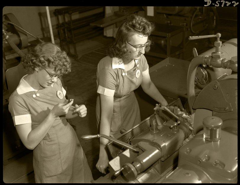 Laverne & Shirley: 1942