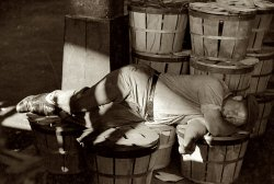 Sleeps With the Fishes: 1940