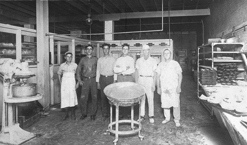 Biloxi Bakery Workers, 1913 - Biloxi, MS