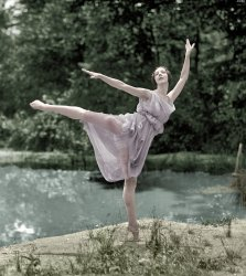 En Pointe (Colorized): 1925