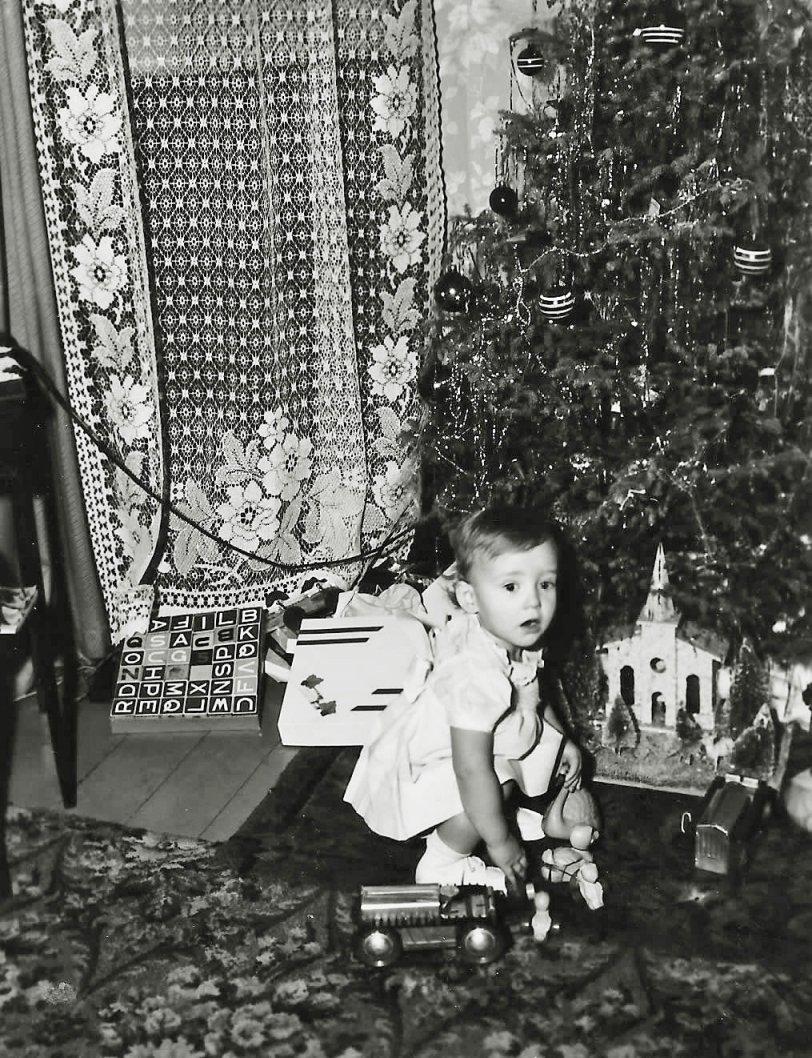 Gayl's First Christmas: 1948