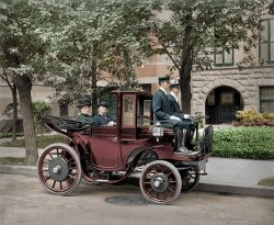 Horseless Carriage (colorized): 1906