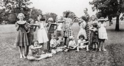Neighborhood House Picnic: 1930s