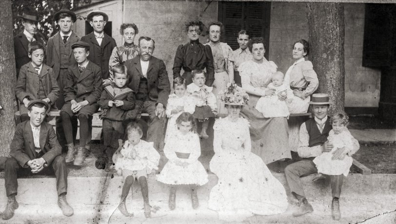 Niagara Family Portrait: 1900
