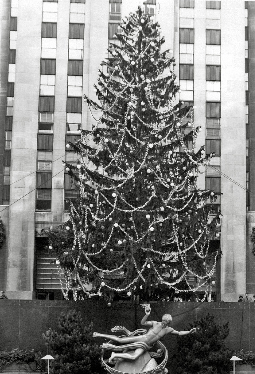 Shorpy Historic Picture Archive :: 30 Rock Christmas: 1952 high ...