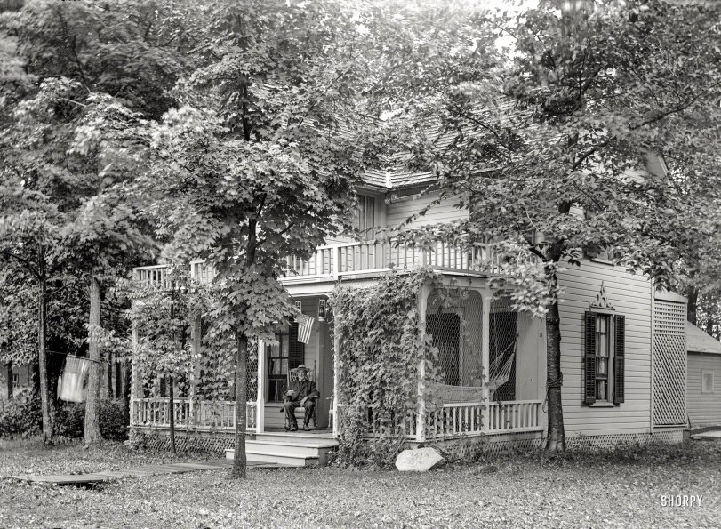 Cozy Cottage: 1910s