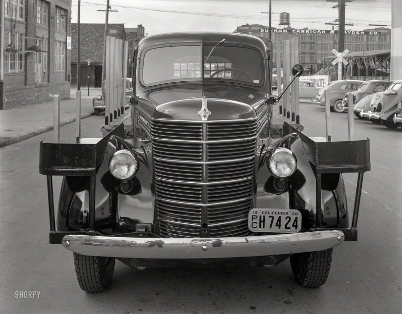 Stakes and a Grille: 1940