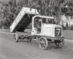 Dapper Dumper: 1921