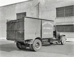 Scavenger Truck: 1933