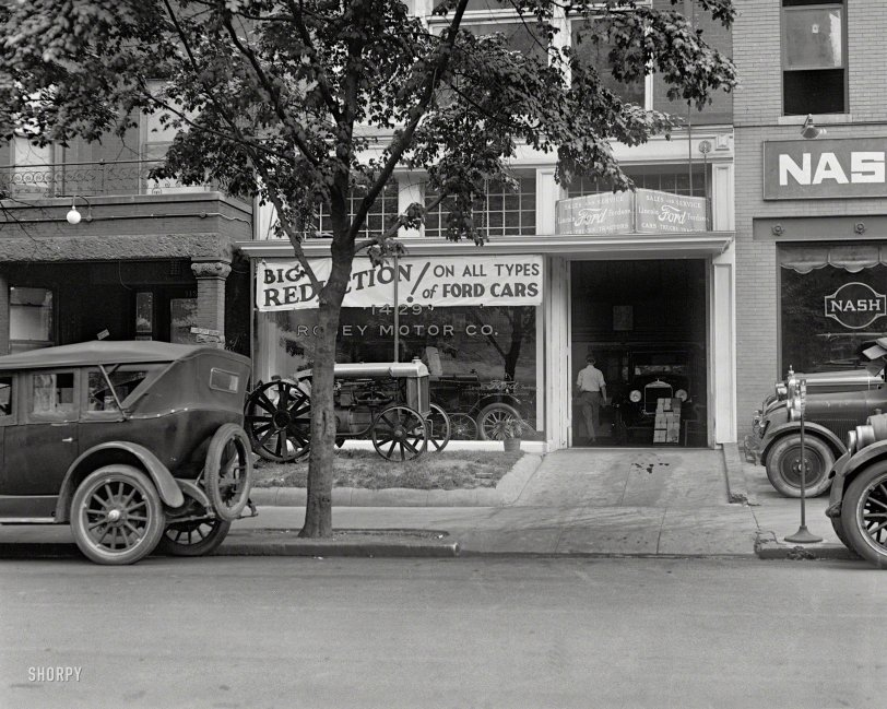 The Ford Store: 1926