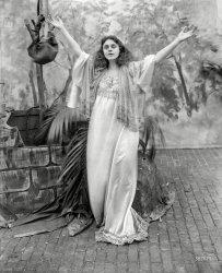 Drama Queen: 1909