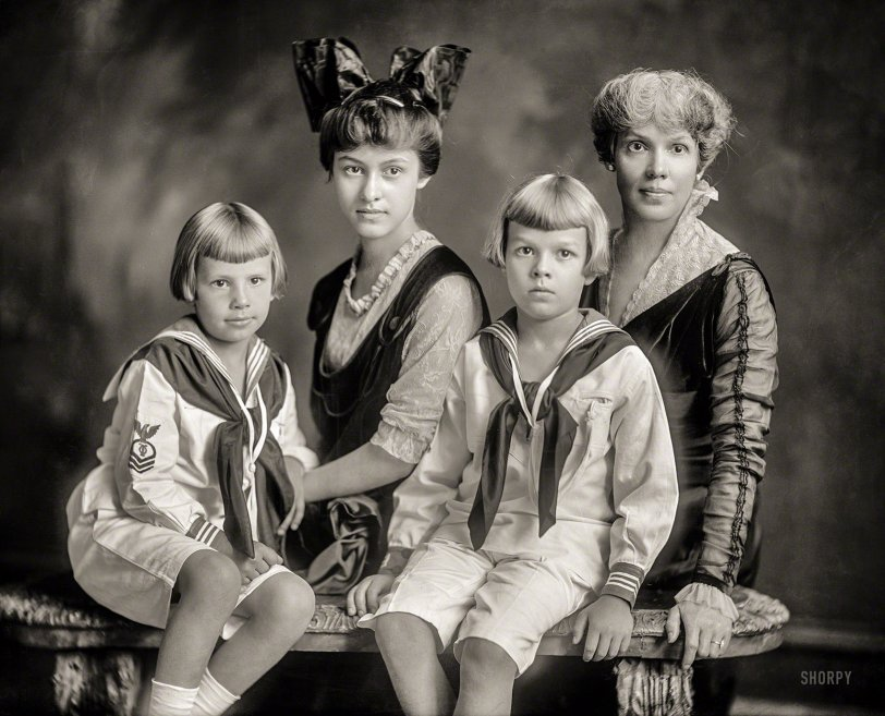 Lady Dyes: 1915
