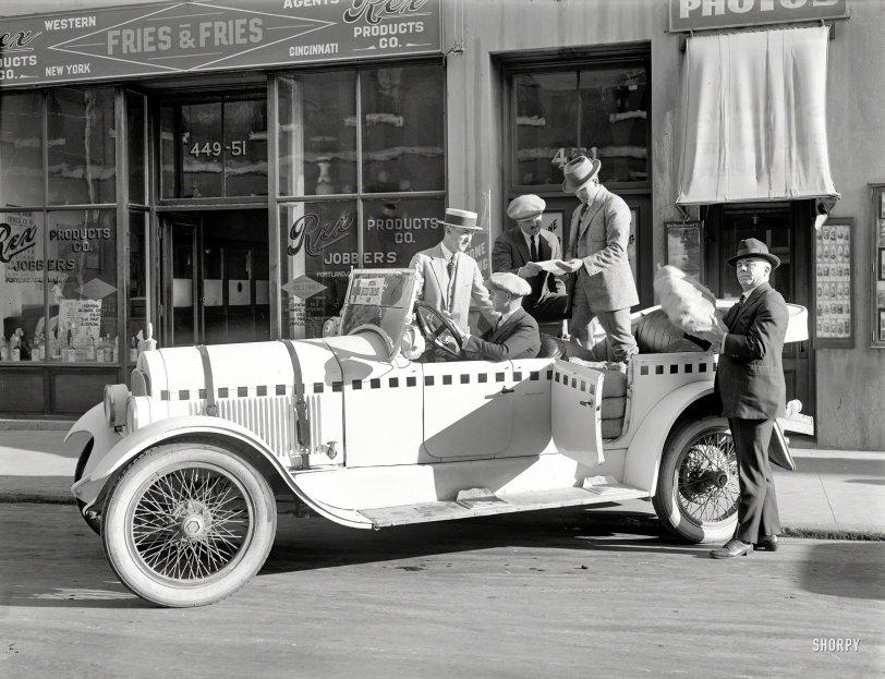 Red Cross Car: 1922