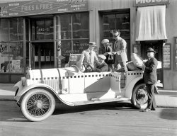 Red Cross Car: 1922