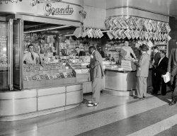 Grande Stand: 1946