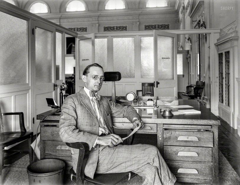 Top Drawer: 1920