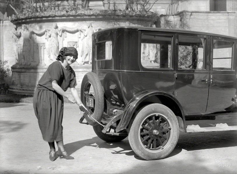Gun Moll: 1924